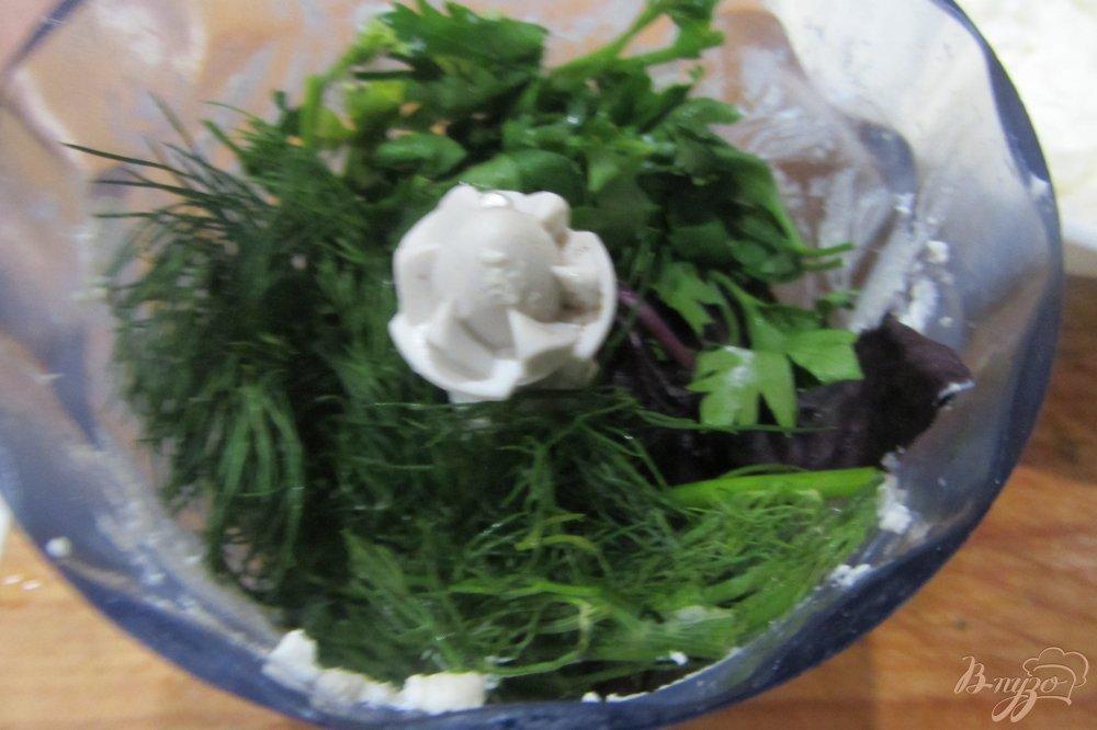 Фото приготовление рецепта: Перец фаршированный чесноком и базиликом шаг №3
