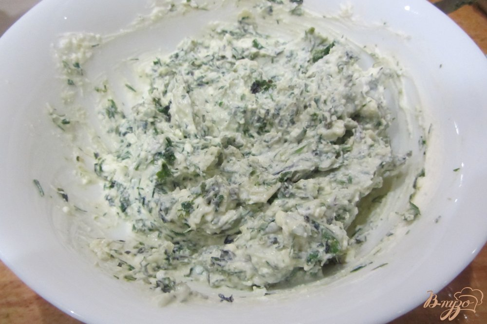 Фото приготовление рецепта: Перец фаршированный чесноком и базиликом шаг №4