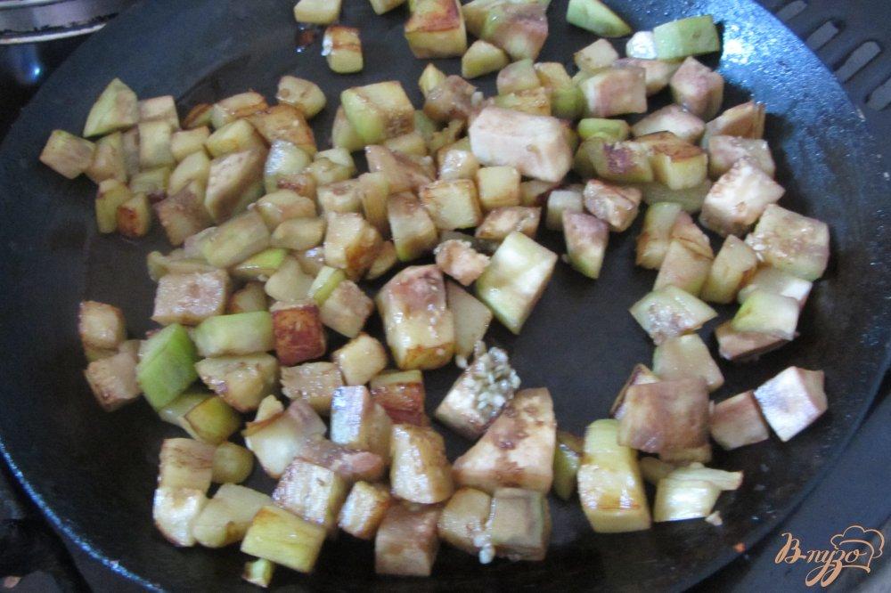Фото приготовление рецепта: Холодная закуска из баклажанов с помидорами шаг №3