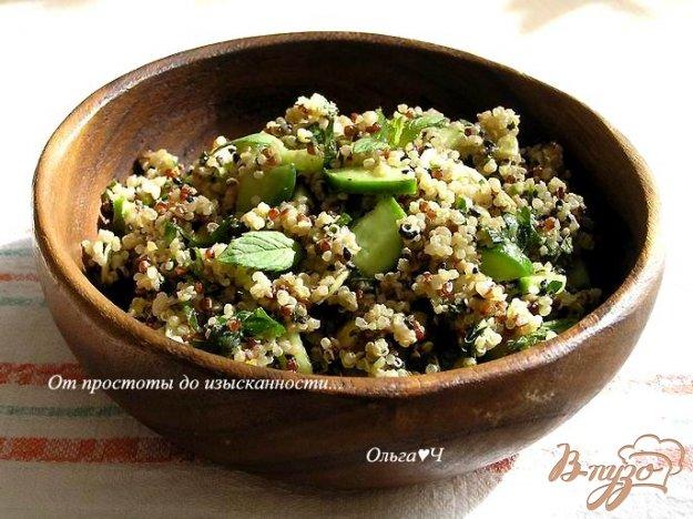 Рецепт Мятный салат из киноа с зеленью и тыквенными семечками