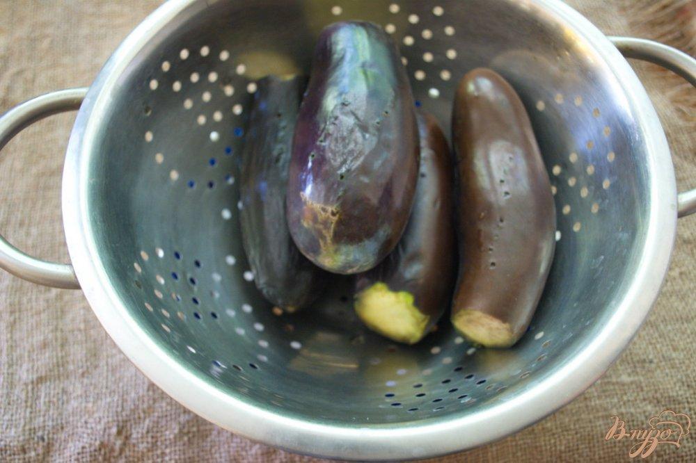 Фото приготовление рецепта: Фаршированные синенькие (баклажаны) шаг №2