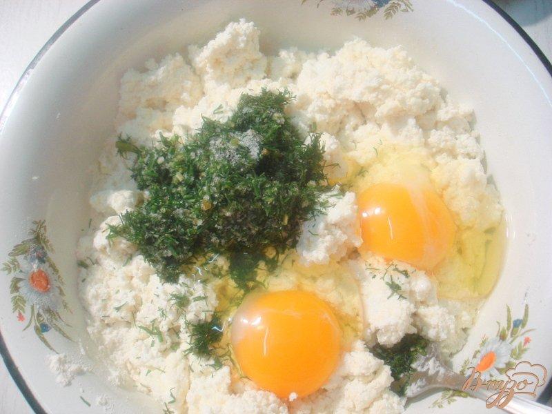 Фото приготовление рецепта: Сырники с зеленью шаг №2