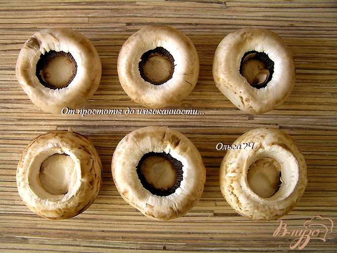Фото приготовление рецепта: Печеные шампиньоны с луком и соевым соусом шаг №1