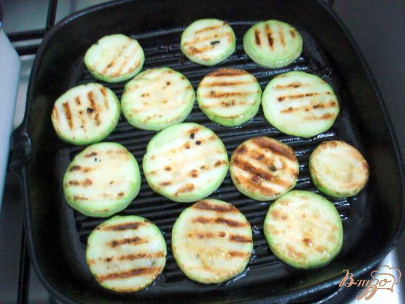 Фото приготовление рецепта: Салат из овощей гриль шаг №4