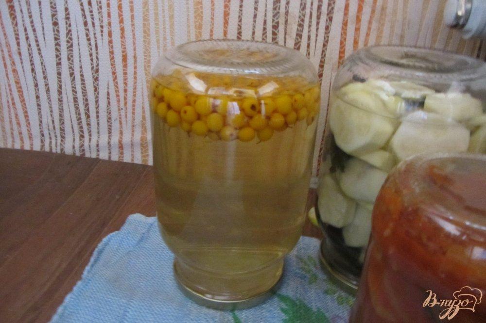 Фото приготовление рецепта: Консервированный напиток из облепихи шаг №5