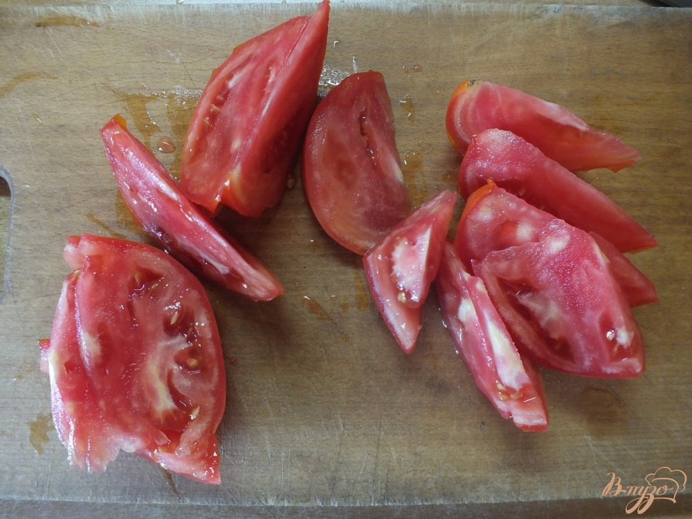Фото приготовление рецепта: Салат из помидора с  фенхелем и шалфеем шаг №2
