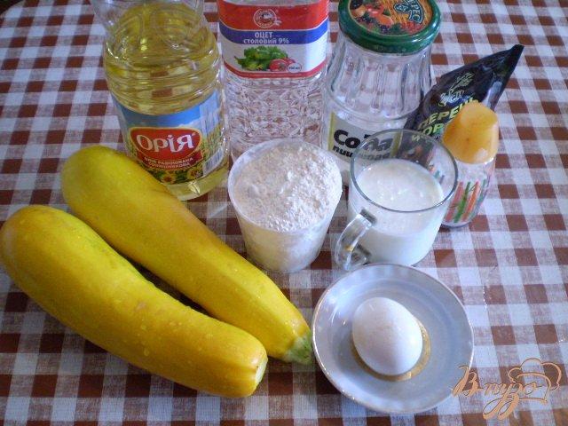 Фото приготовление рецепта: Нежные оладьи с кабачком шаг №1