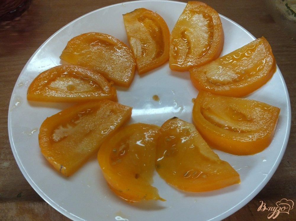 Фото приготовление рецепта: Салат из желтых микадо с сыром сулугуни шаг №4