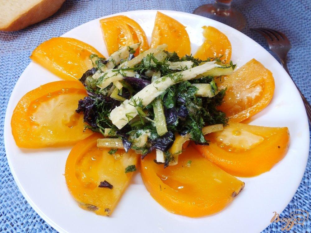 Фото приготовление рецепта: Салат из желтых микадо с сыром сулугуни шаг №8