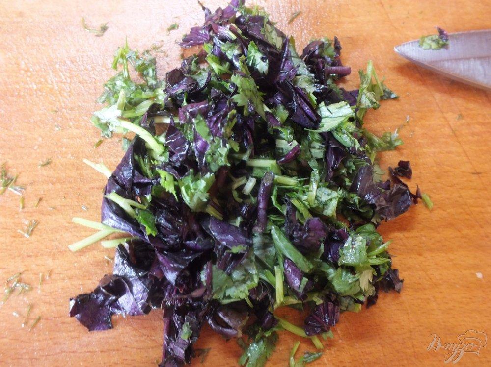 Фото приготовление рецепта: Салат из желтых микадо с сыром сулугуни шаг №6