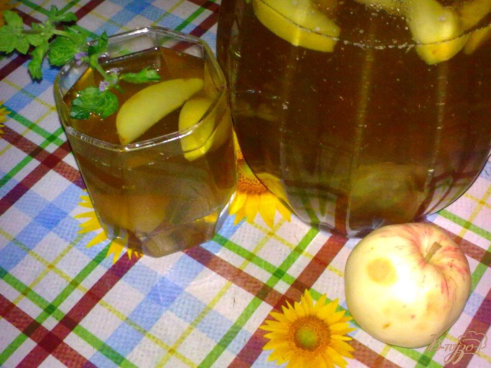 Фото приготовление рецепта: Компот из фиников, яблок и мяты шаг №5