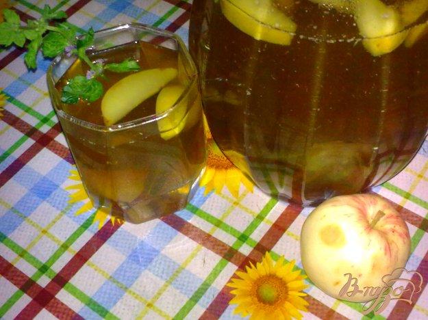 фото рецепта: Компот из фиников, яблок и мяты