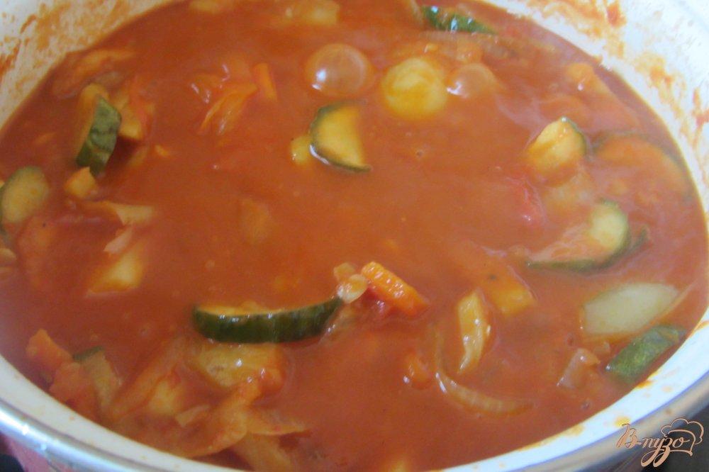 Фото приготовление рецепта: Овощное ассорти в томатной заливке шаг №8