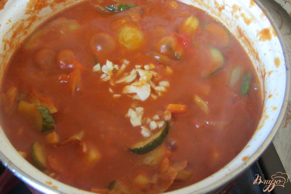 Фото приготовление рецепта: Овощное ассорти в томатной заливке шаг №9