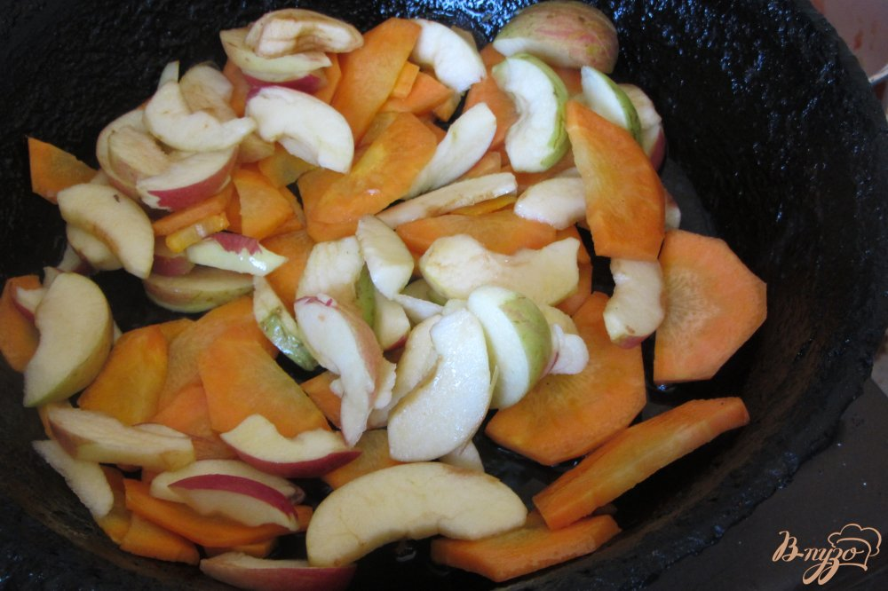 Фото приготовление рецепта: Овощное ассорти в томатной заливке шаг №7