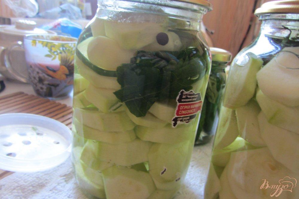 Фото приготовление рецепта: Концервированные кабачки с чесноком шаг №6