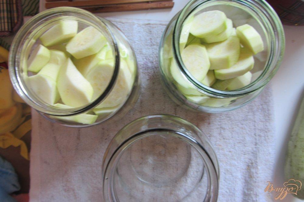 Фото приготовление рецепта: Концервированные кабачки с чесноком шаг №2
