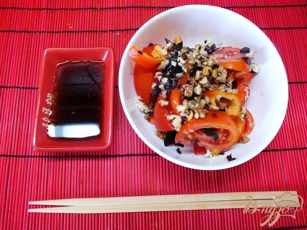 Рецепт Восточный салат из помидор с грецким орехом и базиликом