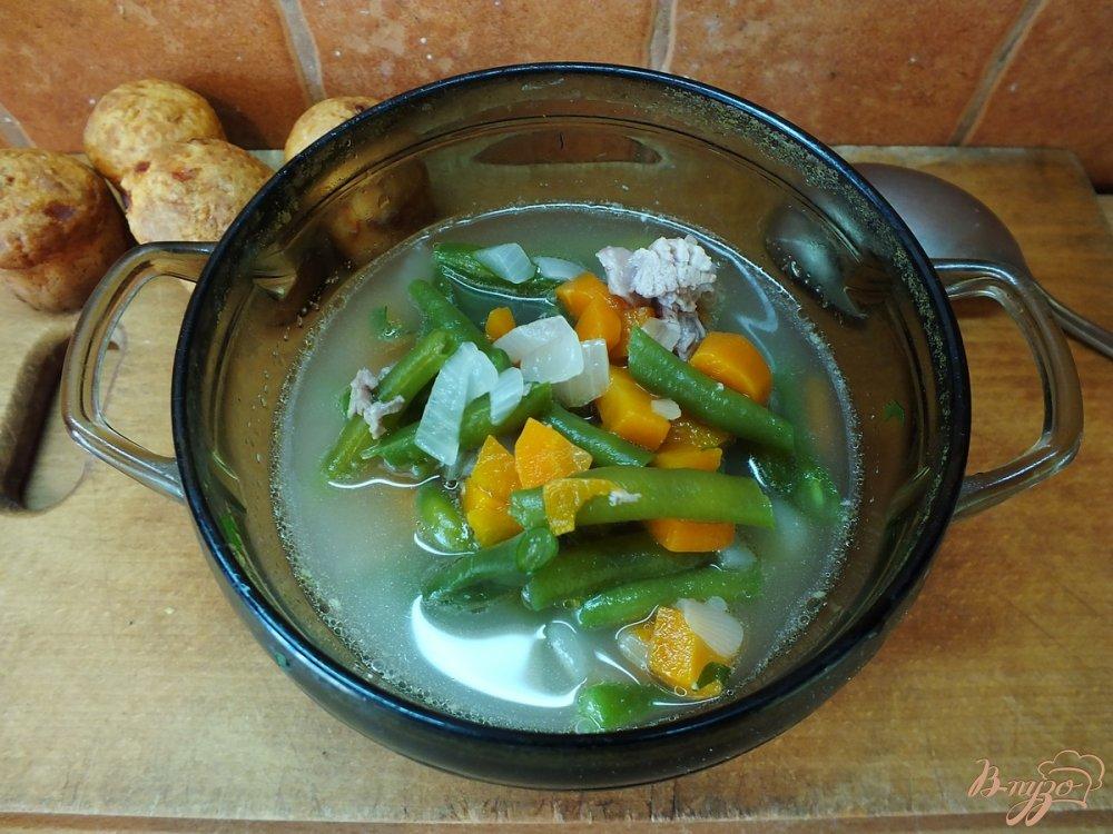 Фото приготовление рецепта: Индюшиный суп со спаржевой фасолью шаг №4
