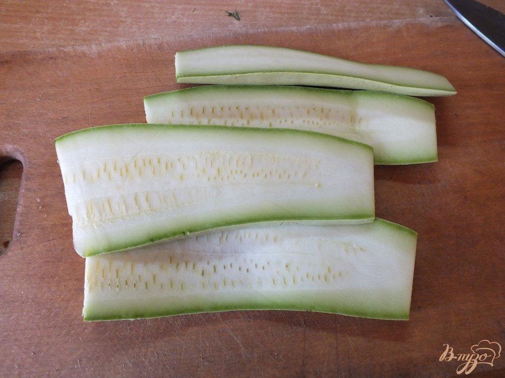 Фото приготовление рецепта: Дуэт из запеченных синих и кабачков шаг №3