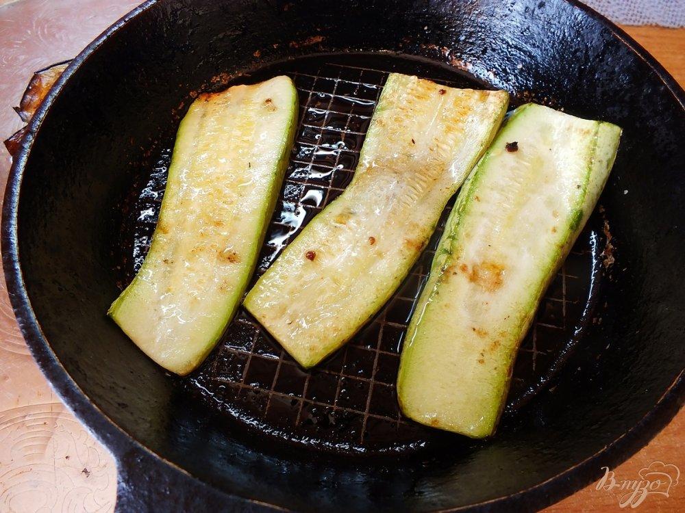 Фото приготовление рецепта: Дуэт из запеченных синих и кабачков шаг №5