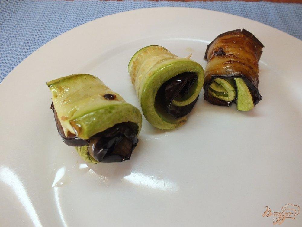 Фото приготовление рецепта: Дуэт из запеченных синих и кабачков шаг №8