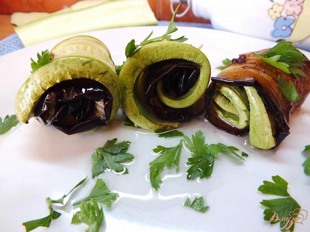 Фото приготовление рецепта: Дуэт из запеченных синих и кабачков шаг №9