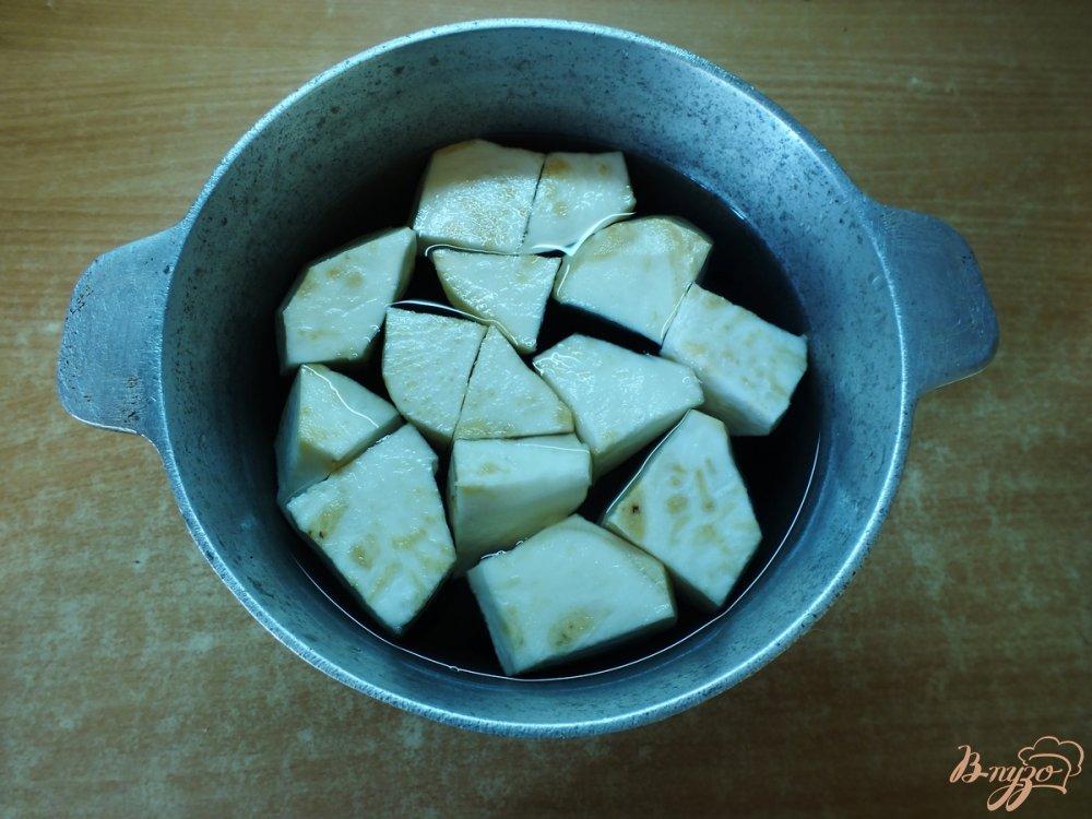 Фото приготовление рецепта: Летний крем-суп из сельдерея шаг №3