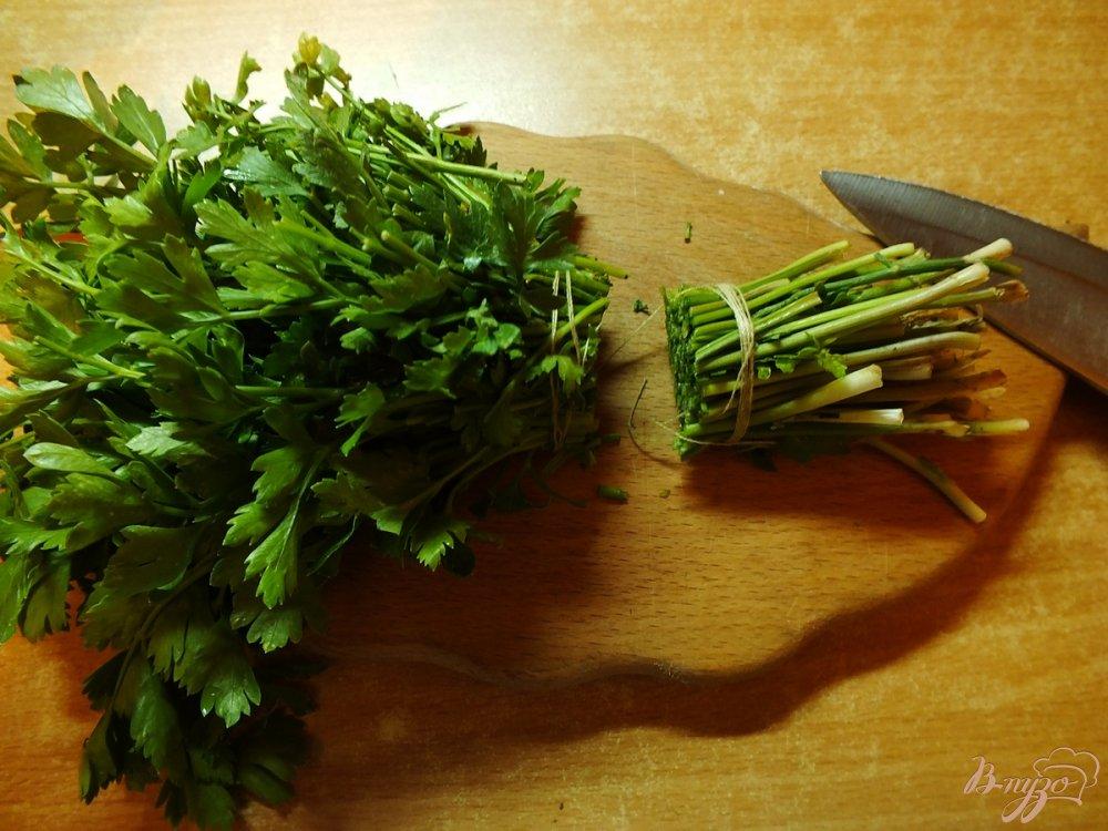 Фото приготовление рецепта: Говядина отварная в крутом бульоне из зелени шаг №2