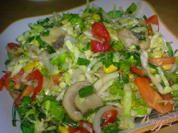 """Рецепт Салат с капустой и грибами """"Витаминный"""""""