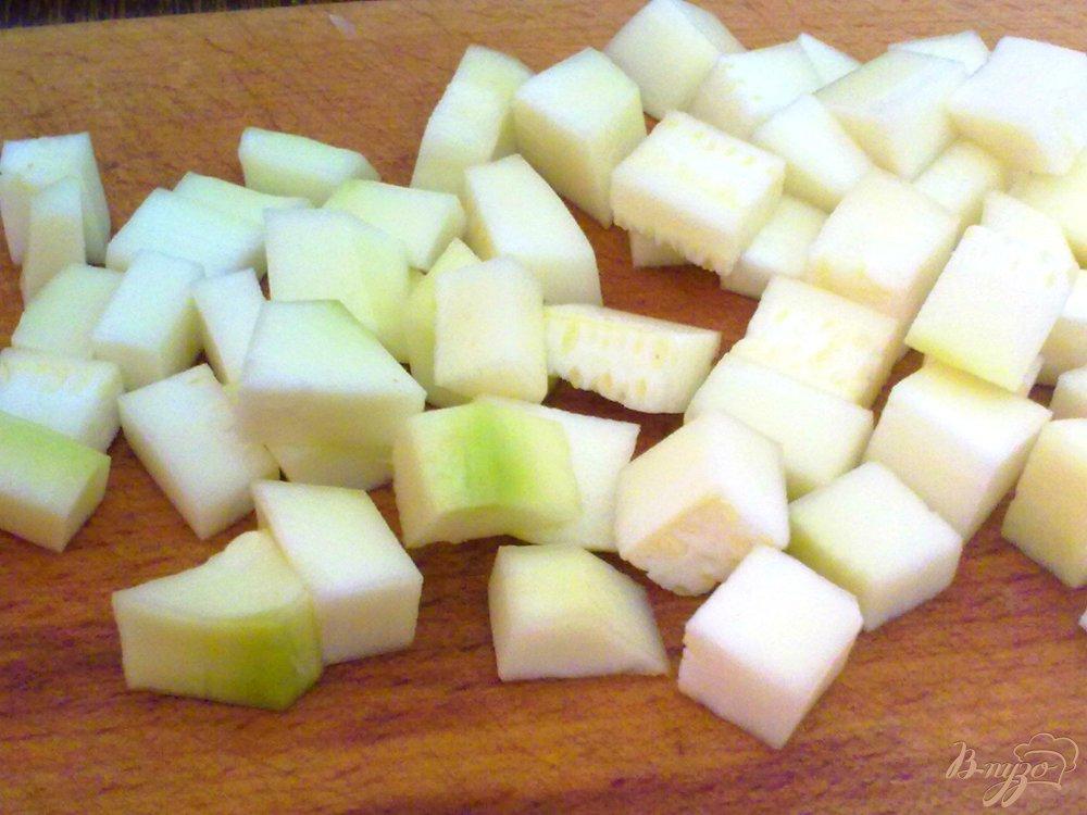Фото приготовление рецепта: Суп куриный с кабачками шаг №4