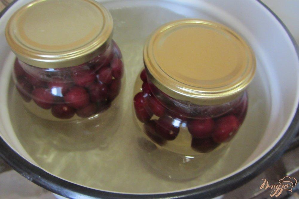 Фото приготовление рецепта: Вишневый компот на зиму шаг №4