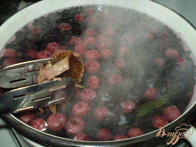Фото приготовление рецепта: Полезный компот с эхинацеей и вишней шаг №3