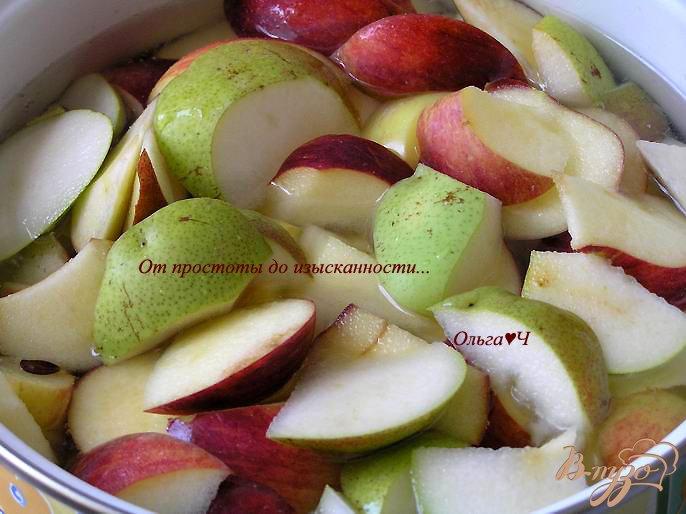 Фото приготовление рецепта: Яблочно-грушевый кисель шаг №2