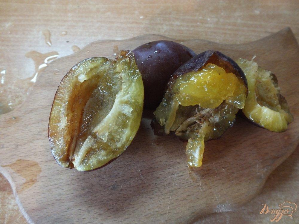 Фото приготовление рецепта: Виноградно-сливовый фрэш со сливками шаг №2