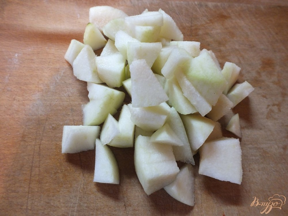 Фото приготовление рецепта: Ленивцы из творога с томленой грушей и сиропом шаг №2