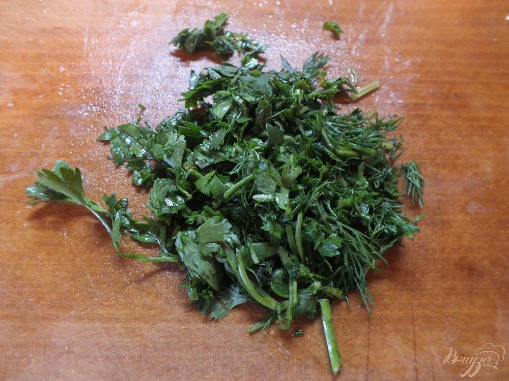 Фото приготовление рецепта: Тепый салат с отварной цветной капустой и яйцом шаг №5