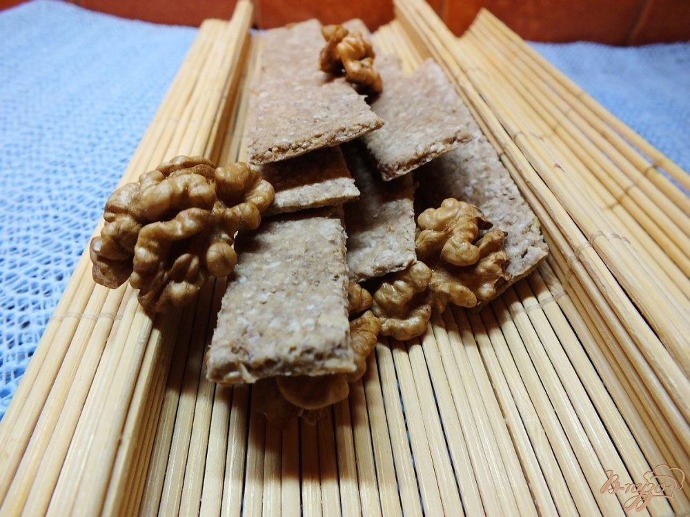 Фото приготовление рецепта: Хлебцы из орехово-овсяной муки шаг №9