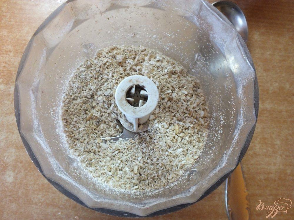 Фото приготовление рецепта: Хлебцы из орехово-овсяной муки шаг №2