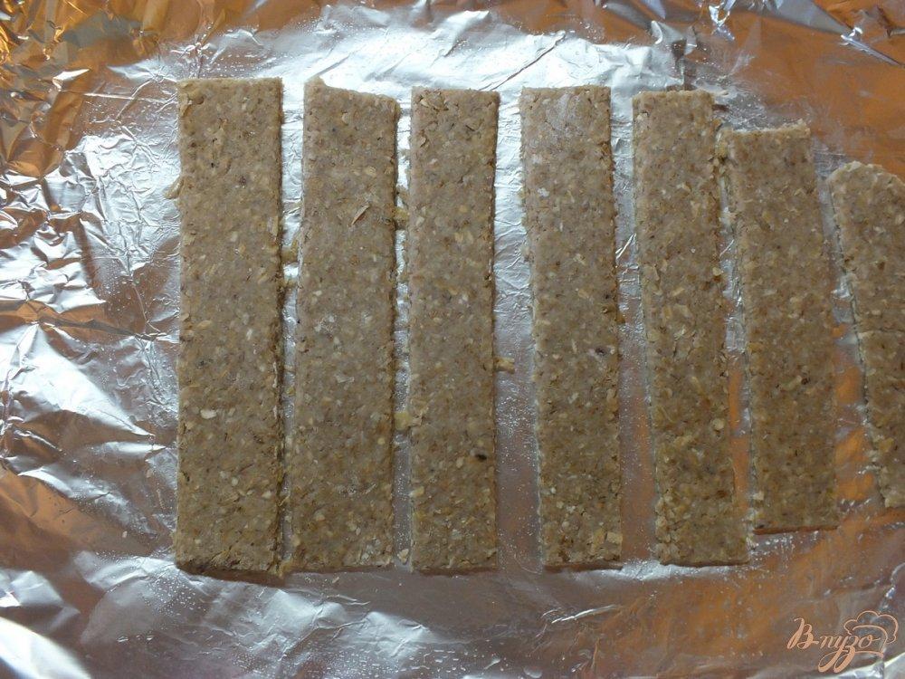 Фото приготовление рецепта: Хлебцы из орехово-овсяной муки шаг №8