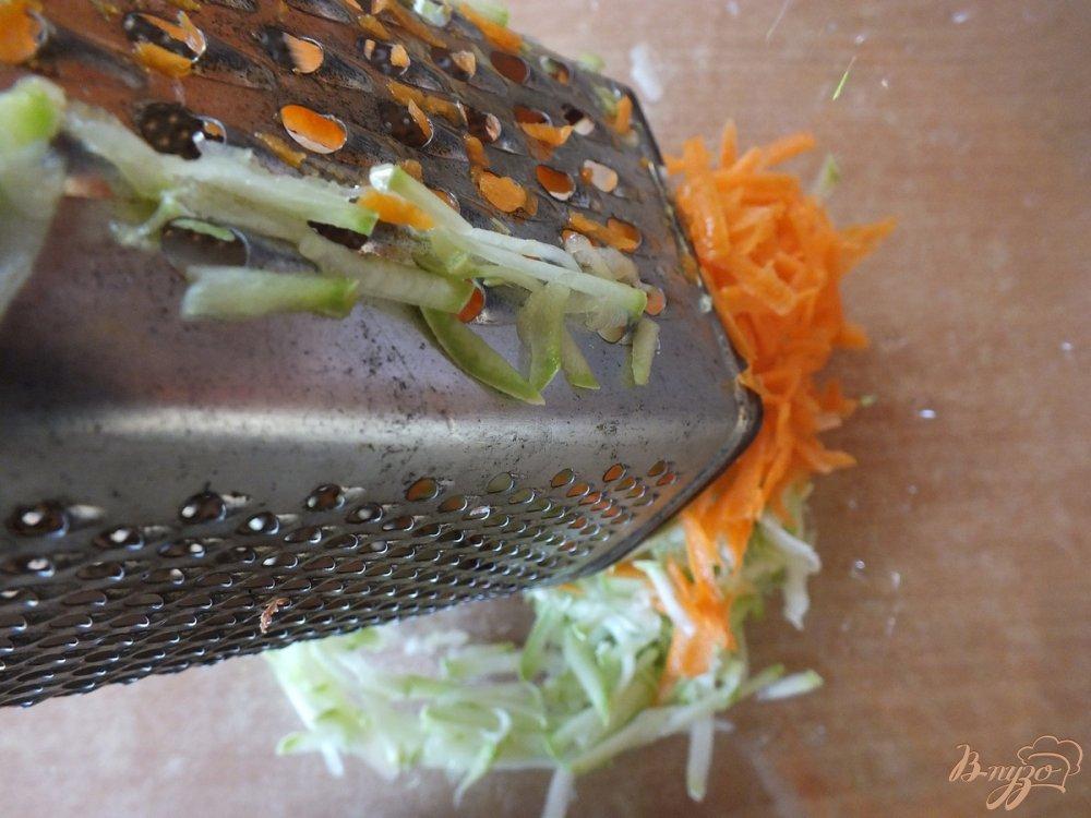 Фото приготовление рецепта: Салат из свежих кабачков и моркви шаг №3