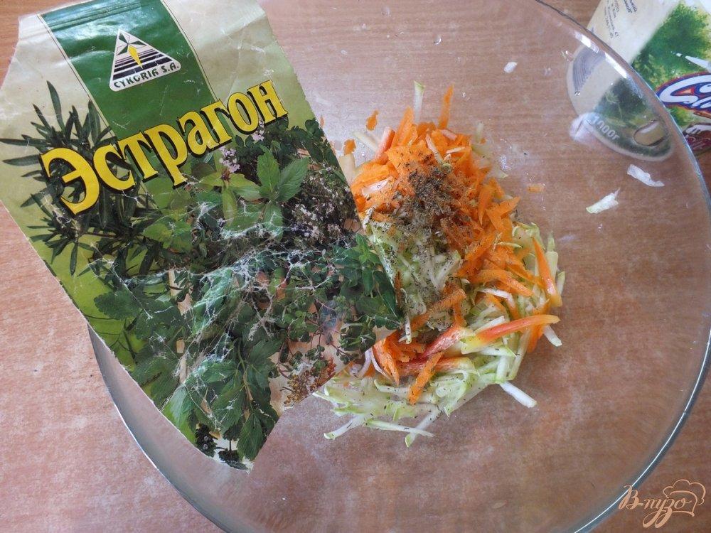 Фото приготовление рецепта: Салат из свежих кабачков и моркви шаг №5