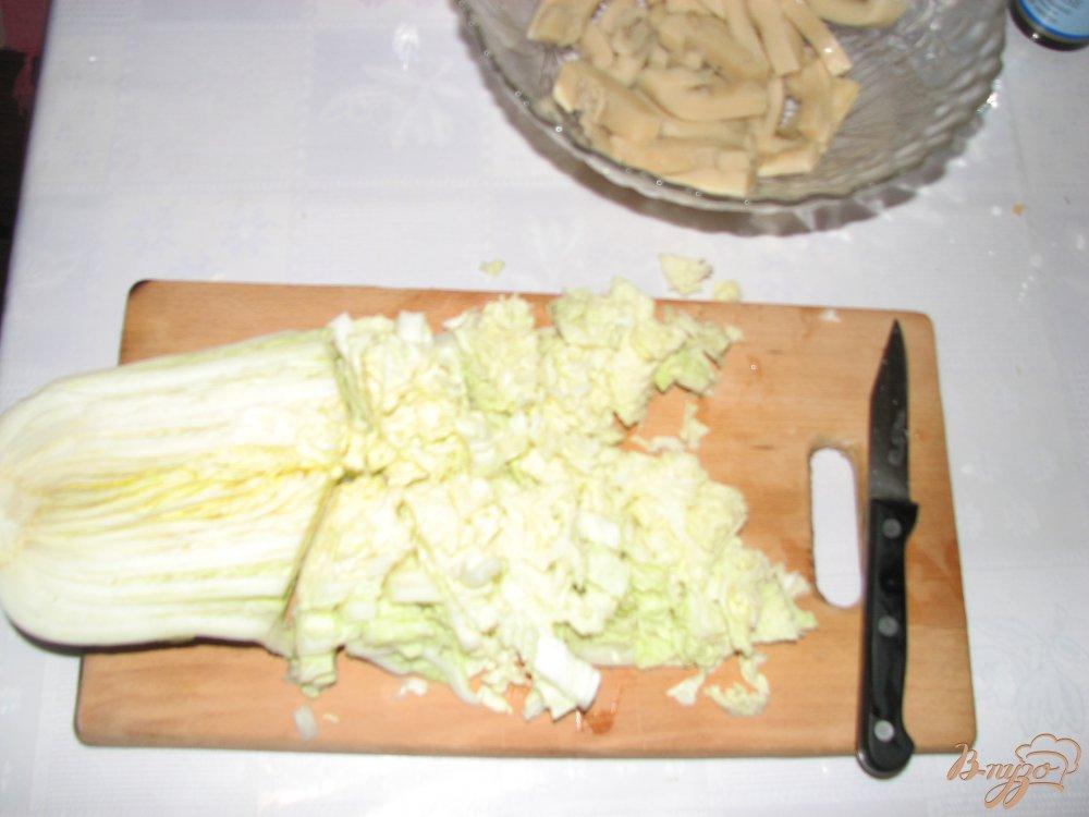 Фото приготовление рецепта: Салат с кальмаром и пекинской капустой шаг №1