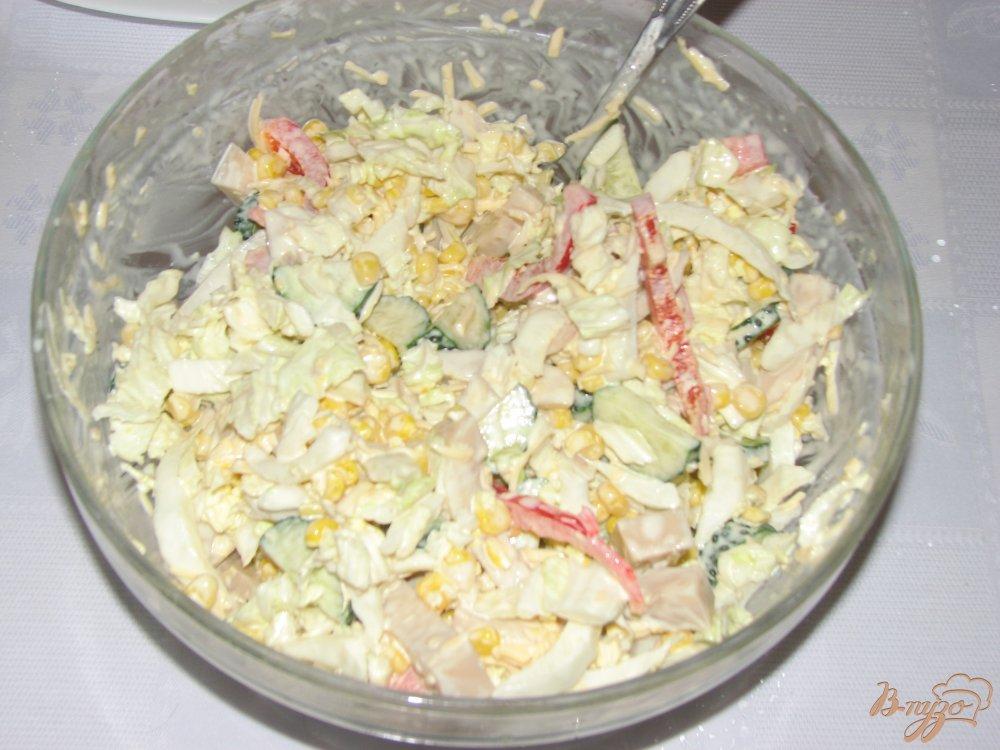 Салат из кальмаров с капустой пекинской и огурцом
