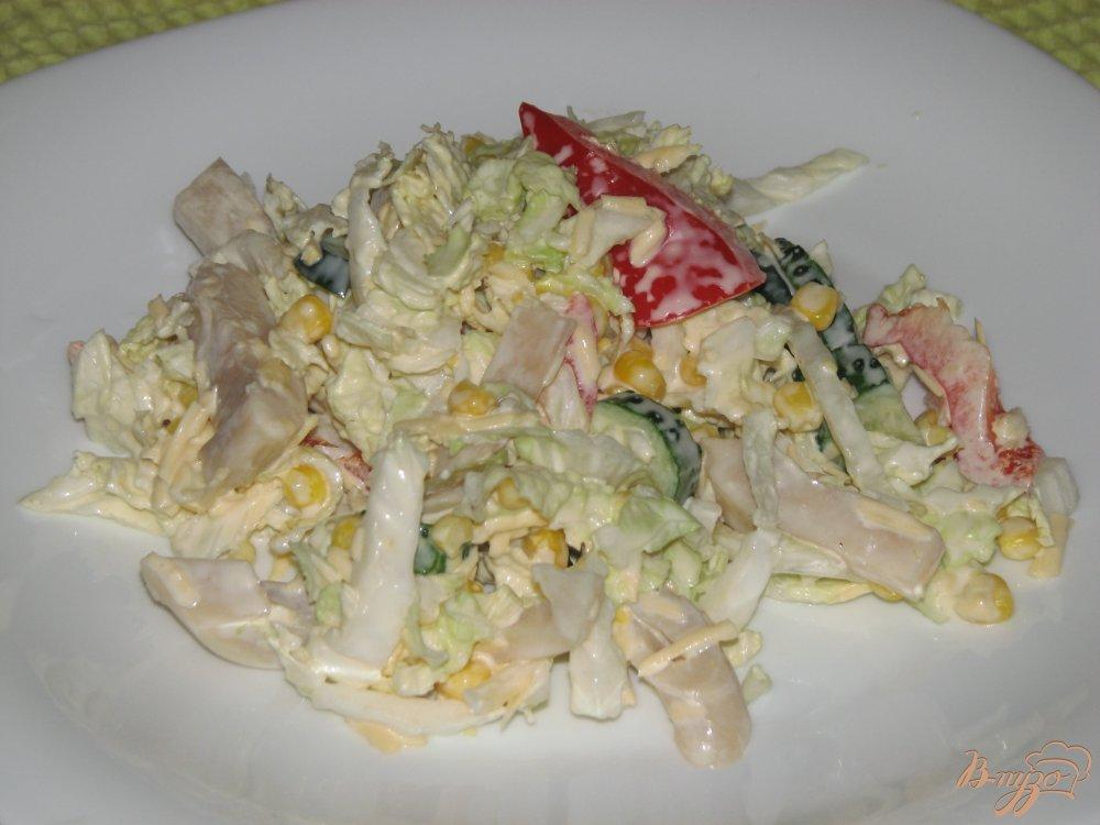 Фото приготовление рецепта: Салат с кальмаром и пекинской капустой шаг №6