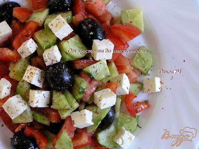 Фото приготовление рецепта: Греческий салат с брынзой шаг №5