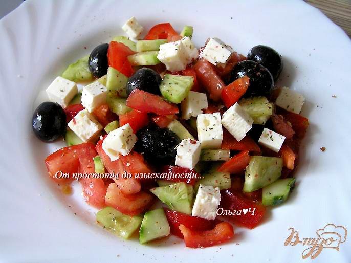 Фото приготовление рецепта: Греческий салат с брынзой шаг №4