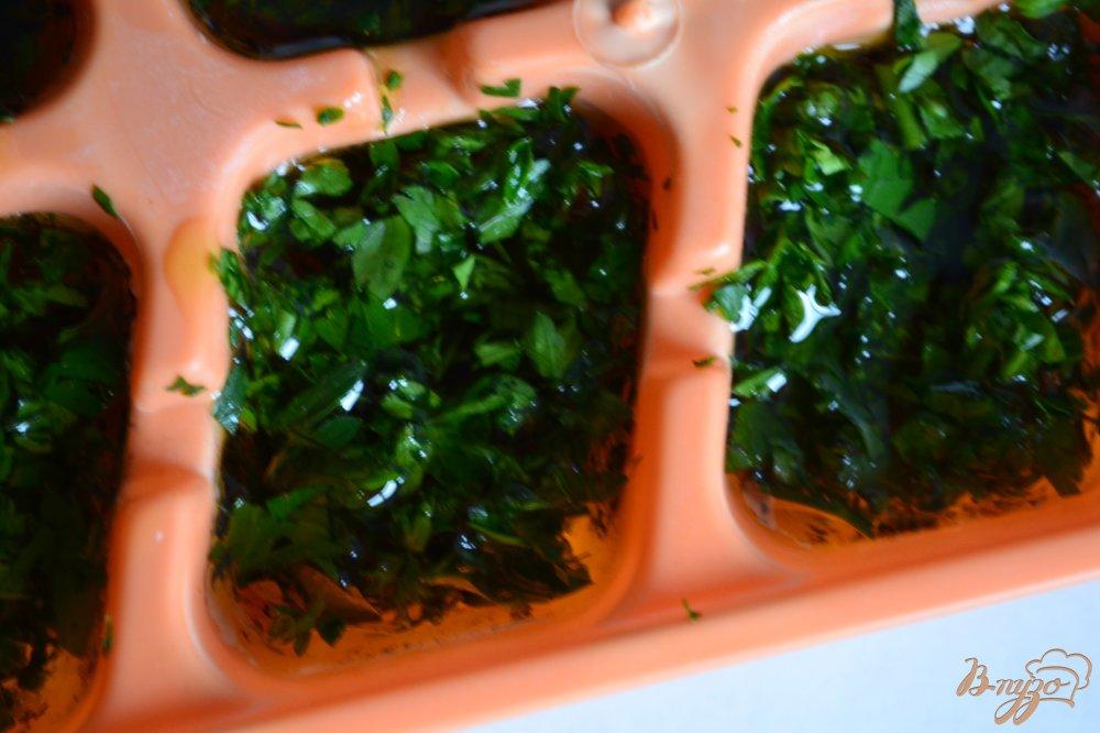 Фото приготовление рецепта: Петрушечное масло (заготовка ) шаг №3
