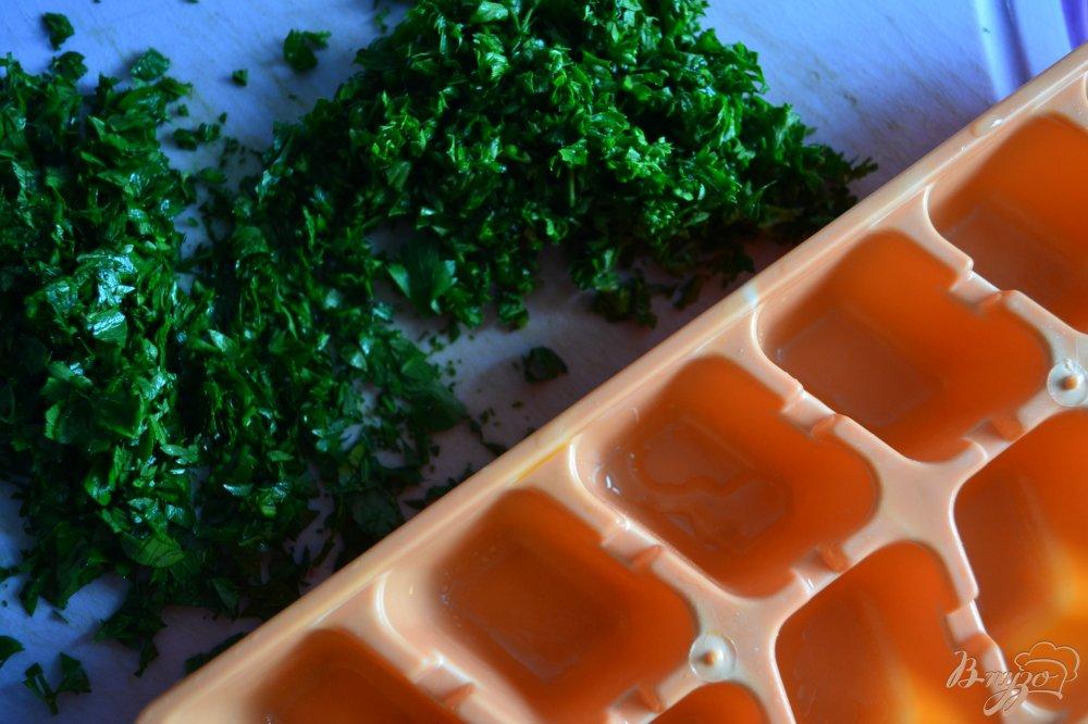 Фото приготовление рецепта: Петрушечное масло (заготовка ) шаг №2