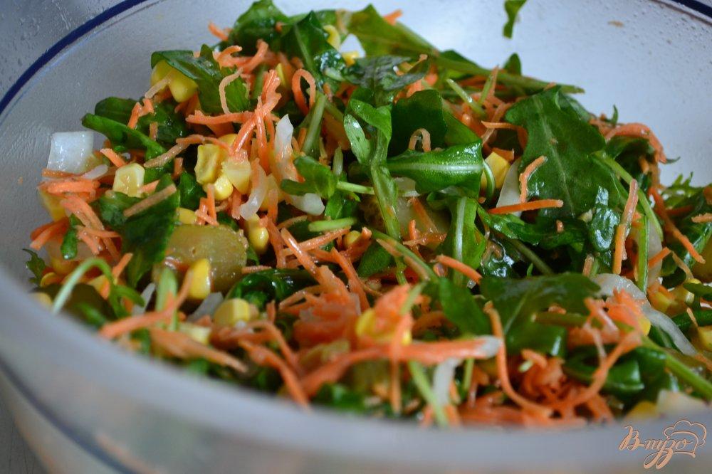 Фото приготовление рецепта: Овощной салат  с хрустящим беконом шаг №5